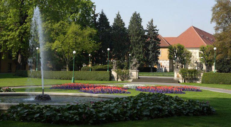 Pržský hrad, Královská zahrada a  Jelení příkop
